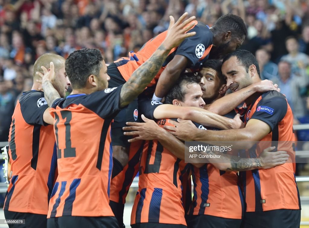 FC Shakhtar Donetsk's Taison (2R) celebrates with teammates after scoring during the UEFA Champions League Group F football match between FC Shakhtar Donetsk and SSC Napoli at The Metalist Stadium in Kharkiv on September 13, 2017. /