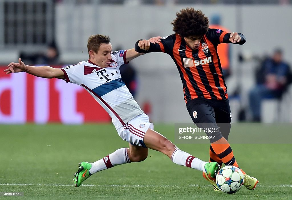 Shakhtar Donetsk's <a gi-track='captionPersonalityLinkClicked' href=/galleries/search?phrase=Taison&family=editorial&specificpeople=5613080 ng-click='$event.stopPropagation()'>Taison</a> (R) vies with Bayern Munich's <a gi-track='captionPersonalityLinkClicked' href=/galleries/search?phrase=Rafinha+-+Soccer+Right+Back+-+Born+1985&family=editorial&specificpeople=634874 ng-click='$event.stopPropagation()'>Rafinha</a> (L) during their UEFA Champions League football match FC Shakhtar vs FC Bayern in Lviv on February 17, 2015.