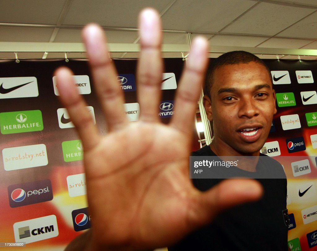 FC Shakhtar former midfielder Brazilian Fernandinho waves his hand as he says goodbye during a farewell ceremony in Donetsk on July 6, 2013. Fernandinho spent 8 years in FC Shakhtar and played 284 matches for the club and was sold to Manchester City for 40 million euros. AFP PHOTO / ALEXANDER KHUDOTEPLY