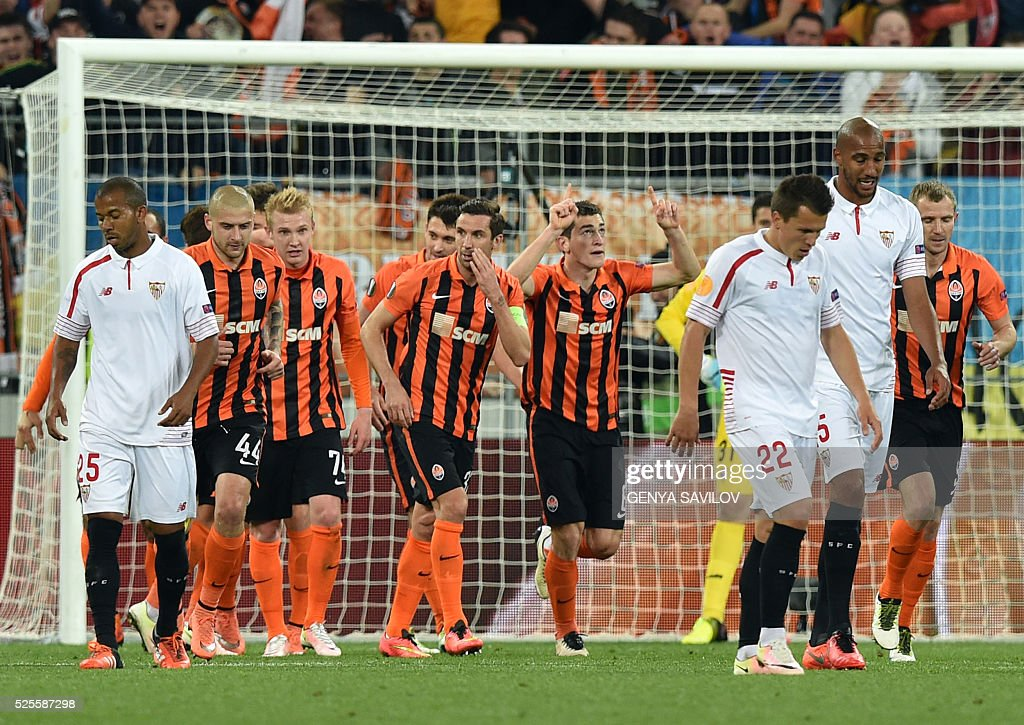 Shakhtar's players celebrate after scoring during the UEFA European League, semi-final first leg football match between Sevilla FC and Shakhtar Donetsk at Arena Lviv Stadium in Lviv on April 28, 2016. / AFP / GENYA