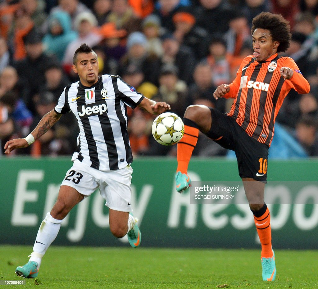 FC Shakhtar's Willian (R) vies for the ball with Juventus' <a gi-track='captionPersonalityLinkClicked' href=/galleries/search?phrase=Arturo+Vidal&family=editorial&specificpeople=2223374 ng-click='$event.stopPropagation()'>Arturo Vidal</a> during the UEFA Champions League, Group E, football match between FC Shakhtar and Juventus, in Donetsk on December 5, 2012.