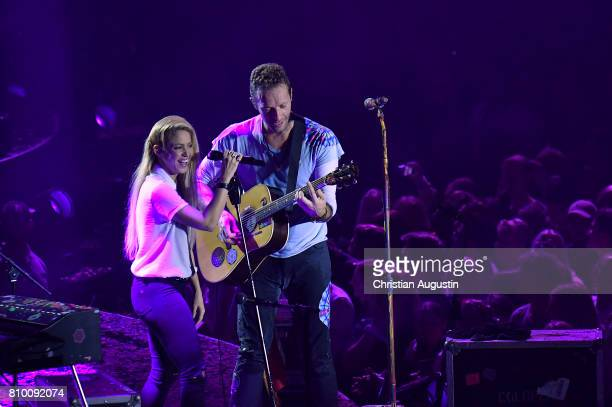Shakira and Chris Martin perform during the Global Citizen Festival at the Barclaycard Arena on July 6 2017 in Hamburg Germany