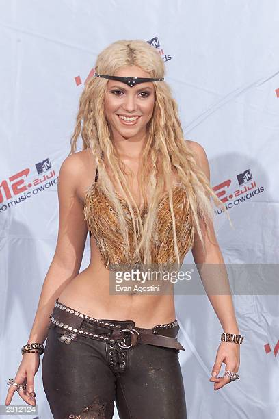 Shakira backstage at the 2001 MTV Video Music Awards held at the Metropolitan Opera House at Lincoln Center in New York City 9/6/01 Photo by Evan...