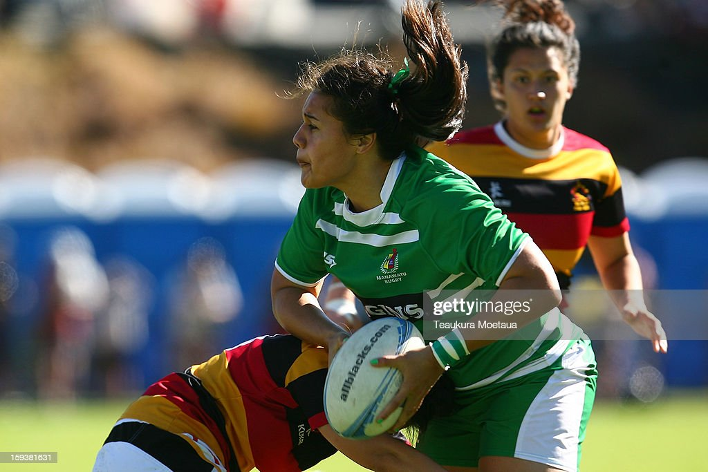 Shakira Baker of Manawatu looks to pass against Waikato during the National Rugby Sevens final at the Queenstown Recreation Ground on January 13, 2013 in Queenstown, New Zealand.