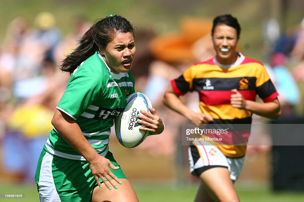 Shakira Baker of Manawatu makes a break against Waikato during the National Rugby Sevens at the Queenstown Recreation Ground on January 13, 2013 in Queenstown, New Zealand.