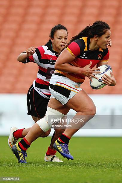 Shakira Baker of Waikato makes a break during the Women's Provincial Championship between Counties Manukau and Waikato at FMG Stadium on October 2...
