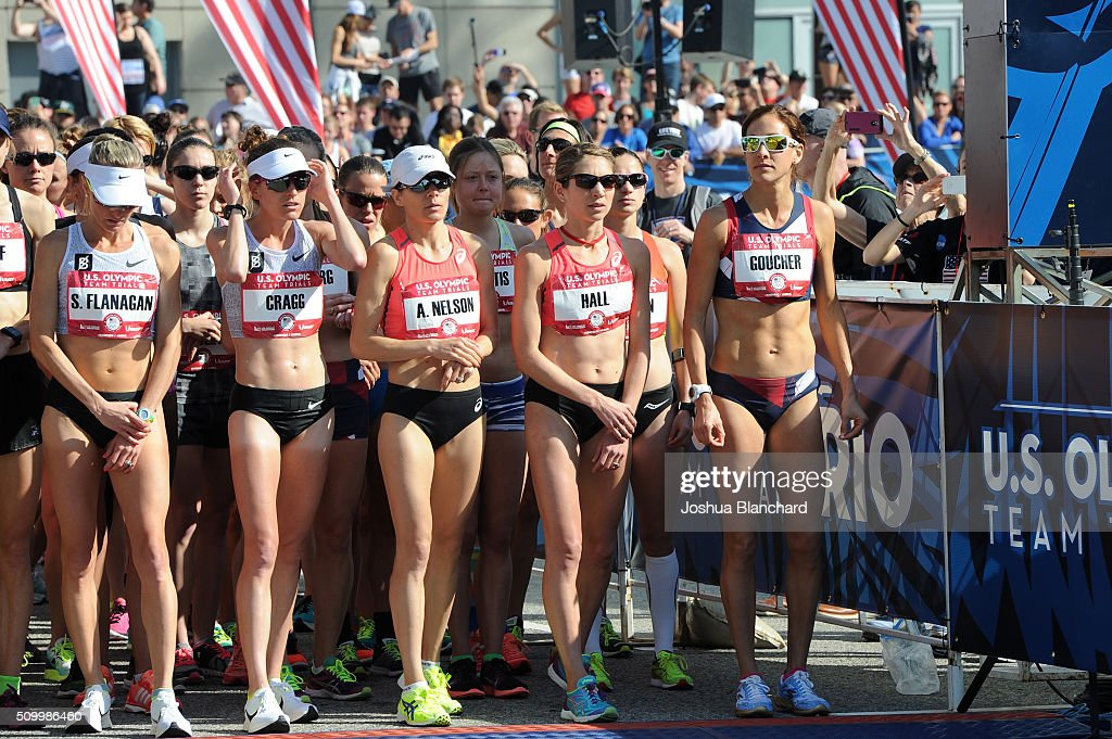 U.S. (L-R) Shalane Flanagan, Amy Cragg, Adriana Nelson, Sara Hall and Kara Goucher at the start of Olympic Team Trials Women's Marathon on February 13, 2016 in Los Angeles, California.