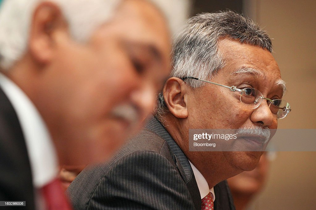 Shamsul Azhar Abbas, chief executive officer of Petroliam Nasional Bhd. (Petronas), right, attends a news conference in Kuala Lumpur, Malaysia, on Thursday, March 7, 2013. Petronas, Malaysia's state energy company, defended its 8.8 billion ringgit ($2.8 billion) buyout offer price for MISC Bhd. after criticism from minority shareholders that it's too low. Photographer: Goh Seng Chong/Bloomberg via Getty Images