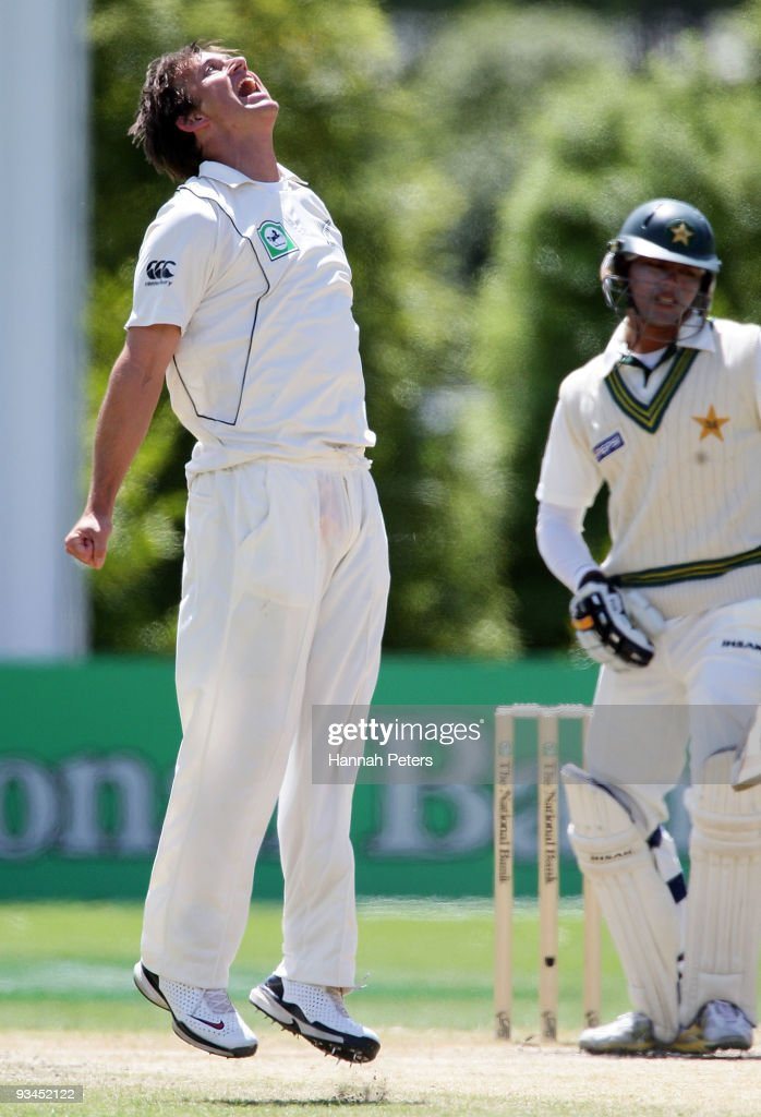 Shane Bond of New Zealand celebrates the wicket of Khurram Manzoor of Pakistan during day five of the First Test match between New Zealand and Pakistan at the University Oval on November 28, 2009 in Dunedin, New Zealand.
