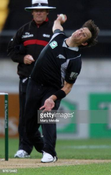 Shane Bond of the Blackcaps bowls during the 5th ODI match between New Zealand and Australia at Westpac Stadium on March 13 2010 in Wellington New...