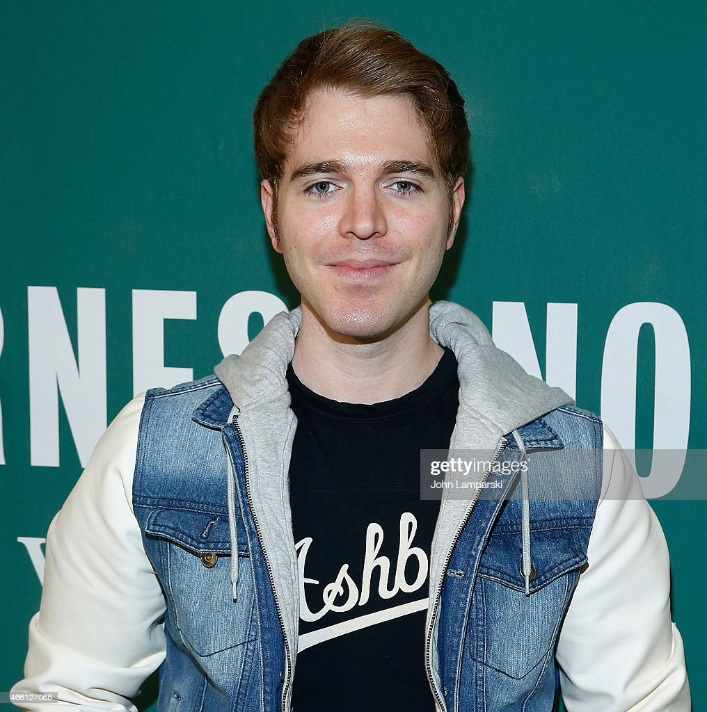 shane dawson promotes his new book shane dawson promotes his new book i hate myselfie a collection of essays by