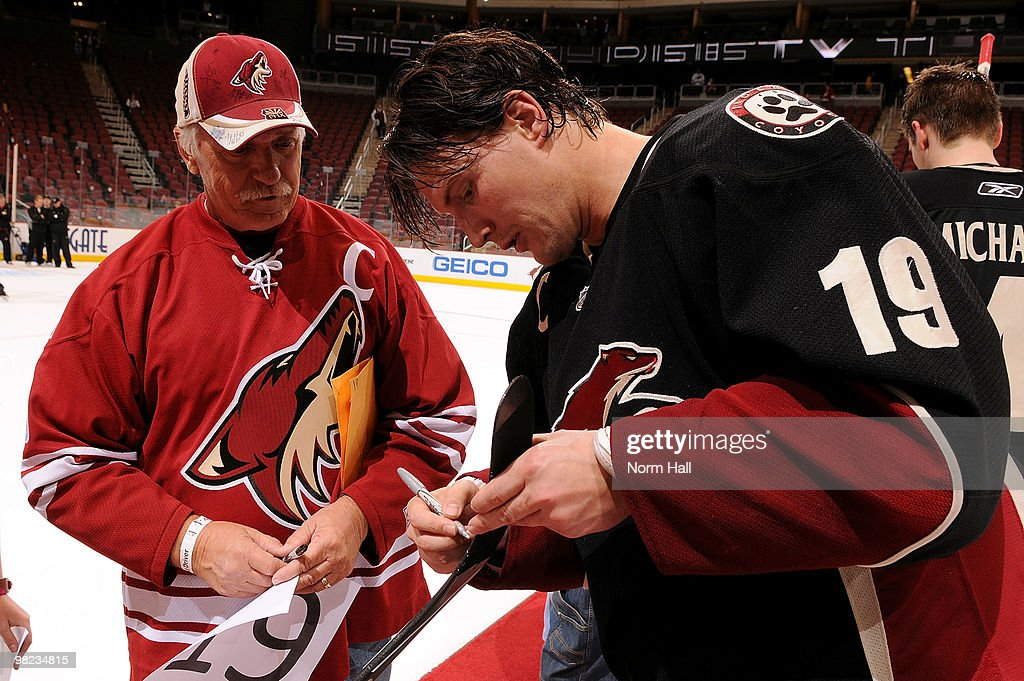 Shane Doan of the Phoenix Coyotes signs his gameused stick for a lucky fan after the shootout win against the Edmonton Oilers on April 3 2010 at...