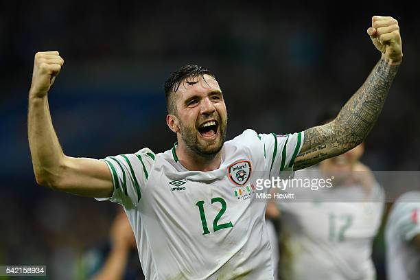 Shane Duffy of Republic of Ireland celebrates his team's 10 win in the UEFA EURO 2016 Group E match between Italy and Republic of Ireland at Stade...