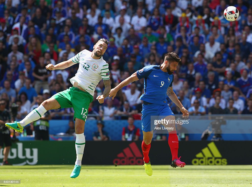 <a gi-track='captionPersonalityLinkClicked' href=/galleries/search?phrase=Shane+Duffy+-+Soccer+Player&family=editorial&specificpeople=16068436 ng-click='$event.stopPropagation()'>Shane Duffy</a> of Republic of Ireland heads the ball to clear in front of <a gi-track='captionPersonalityLinkClicked' href=/galleries/search?phrase=Olivier+Giroud&family=editorial&specificpeople=5678034 ng-click='$event.stopPropagation()'>Olivier Giroud</a> of France during the UEFA EURO 2016 round of 16 match between France and Republic of Ireland at Stade des Lumieres on June 26, 2016 in Lyon, France.