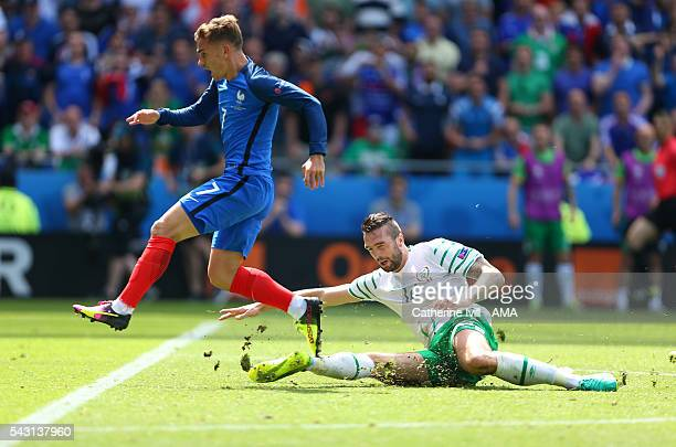 Shane Duffy of Republic of Ireland tackles Antoine Griezmann of France and is subsequently sent off during the UEFA EURO 2016 Round of 16 match...