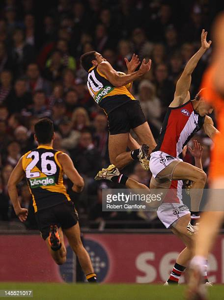 Shane Edwards of the Tigers attempts to mark during the round 10 AFL match between the St Kilda Saints and the Richmond Tigers at Etihad Stadium on...