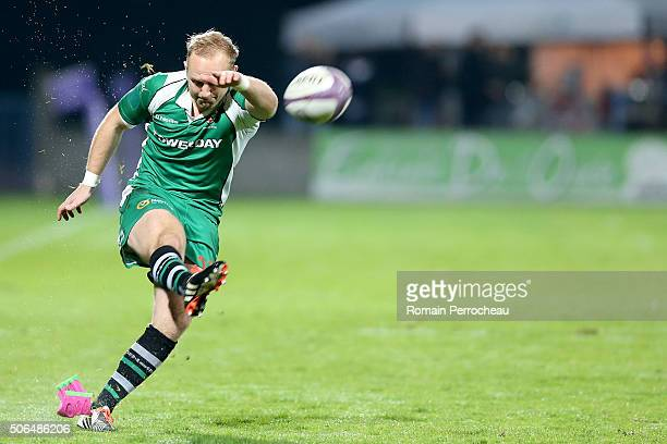 Shane Geraghty for London Irish in action during the European Rugby Challenge Cup match between Agen and London Irish at stade Armandie on January 23...