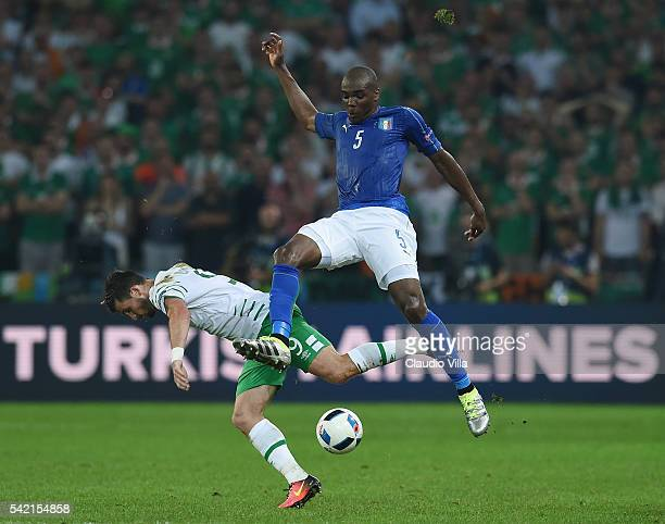 Shane Long of Republic of Ireland and Angelo Ogbonna of Italy compete for the ball during the UEFA EURO 2016 Group E match between Italy and Republic...