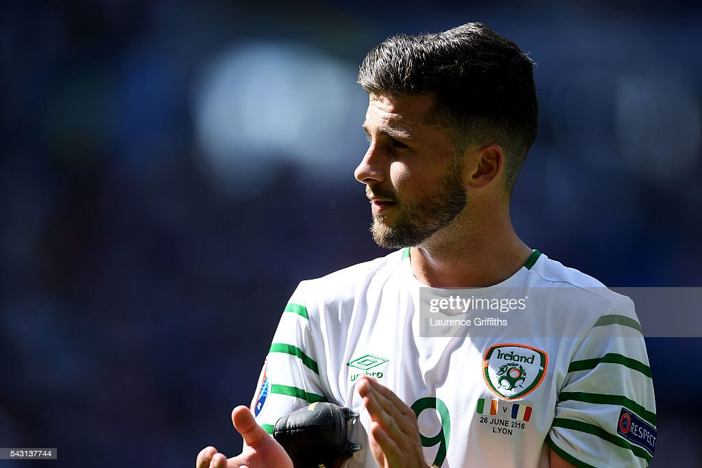 <a gi-track='captionPersonalityLinkClicked' href=/galleries/search?phrase=Shane+Long&family=editorial&specificpeople=661194 ng-click='$event.stopPropagation()'>Shane Long</a> of Republic of Ireland applauds the supporters after their team's 1-2 defeat in the UEFA EURO 2016 round of 16 match between France and Republic of Ireland at Stade des Lumieres on June 26, 2016 in Lyon, France.