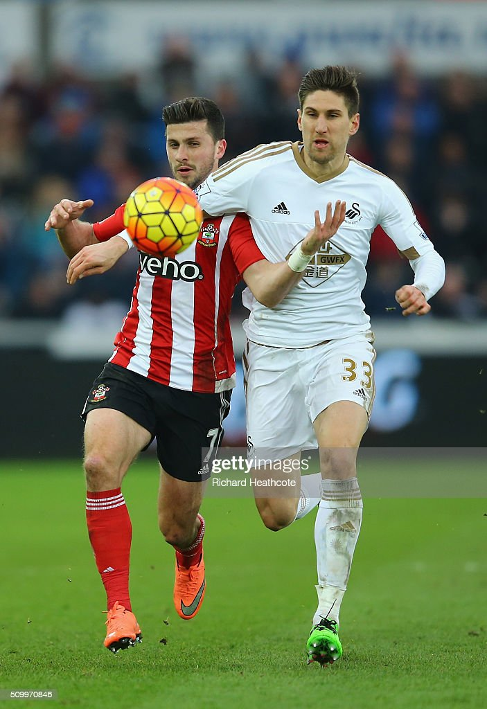 <a gi-track='captionPersonalityLinkClicked' href=/galleries/search?phrase=Shane+Long&family=editorial&specificpeople=661194 ng-click='$event.stopPropagation()'>Shane Long</a> of Southampton and Federico Fernandez of Swansea City compete for the ball during the Barclays Premier League match between Swansea City and Southampton at Liberty Stadium on February 13, 2016 in Swansea, Wales.