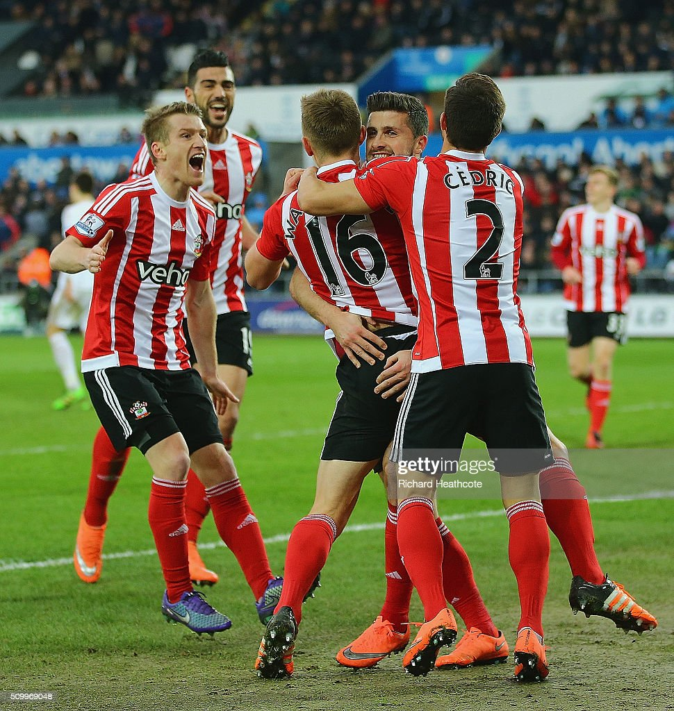 <a gi-track='captionPersonalityLinkClicked' href=/galleries/search?phrase=Shane+Long&family=editorial&specificpeople=661194 ng-click='$event.stopPropagation()'>Shane Long</a> (2nd R) of Southampton celebrates scoring his team's first goal with his team matesduring the Barclays Premier League match between Swansea City and Southampton at Liberty Stadium on February 13, 2016 in Swansea, Wales.
