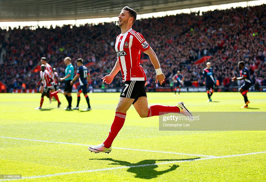 <a gi-track='captionPersonalityLinkClicked' href=/galleries/search?phrase=Shane+Long&family=editorial&specificpeople=661194 ng-click='$event.stopPropagation()'>Shane Long</a> of Southampton celebrates scoring his team's first goal during the Barclays Premier League match between Southampton and Newcastle United at St Mary's Stadium on April 9, 2016 in Southampton, England.