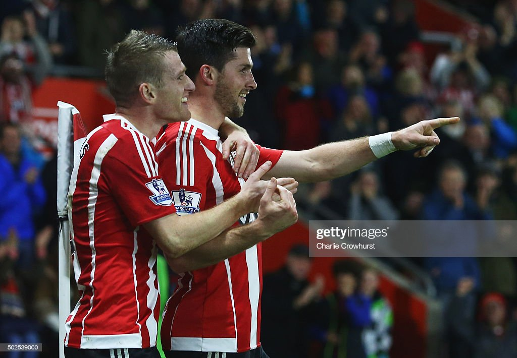 Shane Long of Southampton (R) celebrates with Steven Davis as he scores their fourth goal during the Barclays Premier League match between Southampton and Arsenal at St Mary's Stadium on December 26, 2015 in Southampton, England.