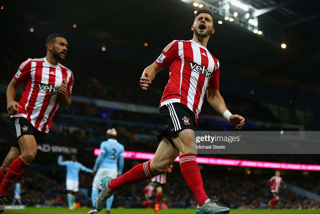 <a gi-track='captionPersonalityLinkClicked' href=/galleries/search?phrase=Shane+Long&family=editorial&specificpeople=661194 ng-click='$event.stopPropagation()'>Shane Long</a> (R) of Southampton scores his team's first goal during the Barclays Premier League match between Manchester City and Southampton at the Etihad Stadium on November 28, 2015 in Manchester, England.