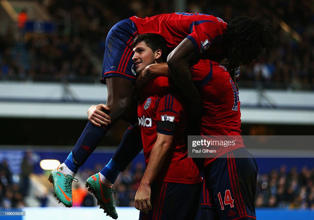 <a gi-track='captionPersonalityLinkClicked' href=/galleries/search?phrase=Shane+Long&family=editorial&specificpeople=661194 ng-click='$event.stopPropagation()'>Shane Long</a> of West Bromwich Albion celebrates with his team-mates after scoring the first goal for West Bromwich Albion during the FA Cup with Budweiser Third Round match between Queens Park Rangers and West Bromwich Albion at Loftus Road on January 5, 2013 in London, England.