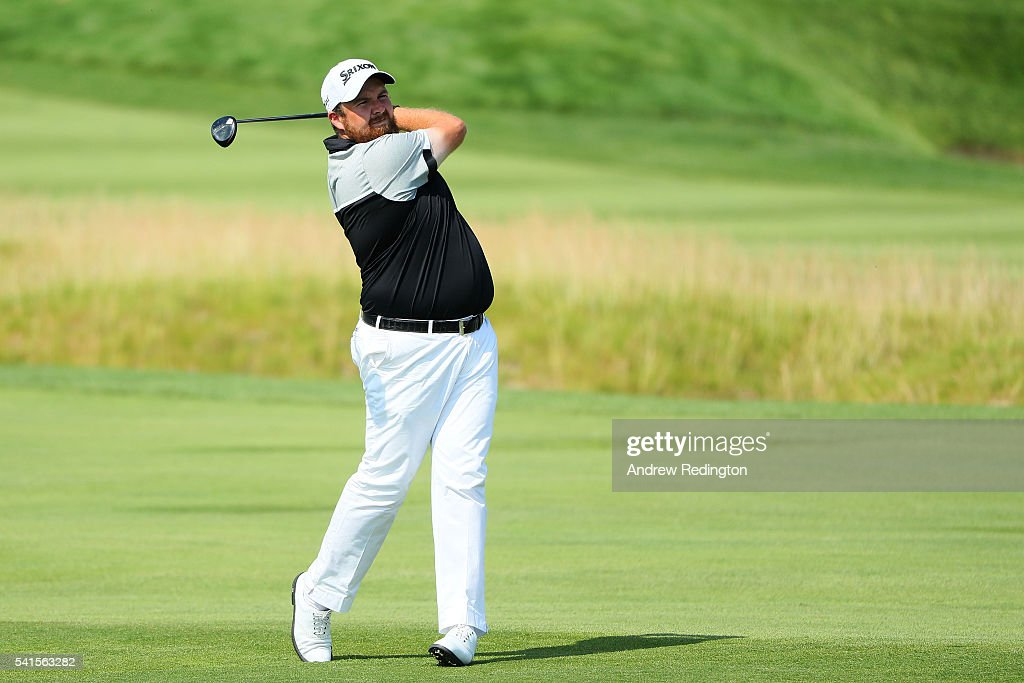 Shane Lowry of Ireland plays a shot on the fourth hole during the final round of the U.S. Open at Oakmont Country Club on June 19, 2016 in Oakmont, Pennsylvania.