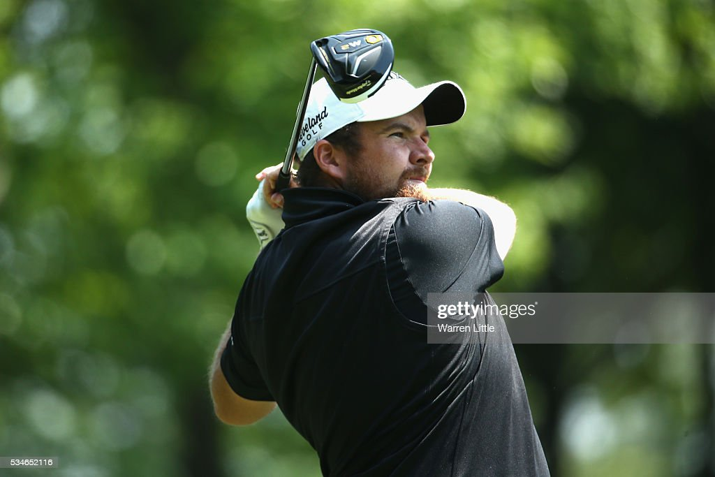 <a gi-track='captionPersonalityLinkClicked' href=/galleries/search?phrase=Shane+Lowry+-+Golfista&family=editorial&specificpeople=12866010 ng-click='$event.stopPropagation()'>Shane Lowry</a> of Ireland tees off on the 3rd hole during day two of the BMW PGA Championship at Wentworth on May 27, 2016 in Virginia Water, England.