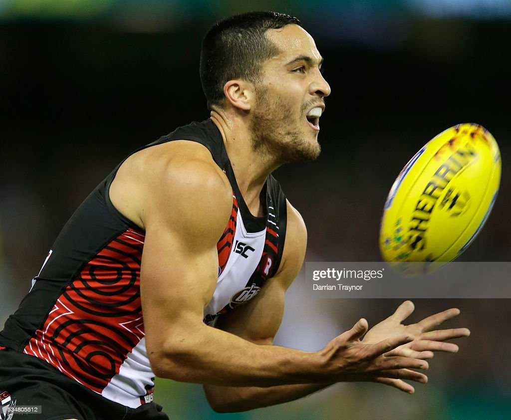 Shane Savage of the Saints marks the ball during the round 10 AFL match between the St Kilda Saints and the Fremantle Dockers at Etihad Stadium on May 28, 2016 in Melbourne, Australia.