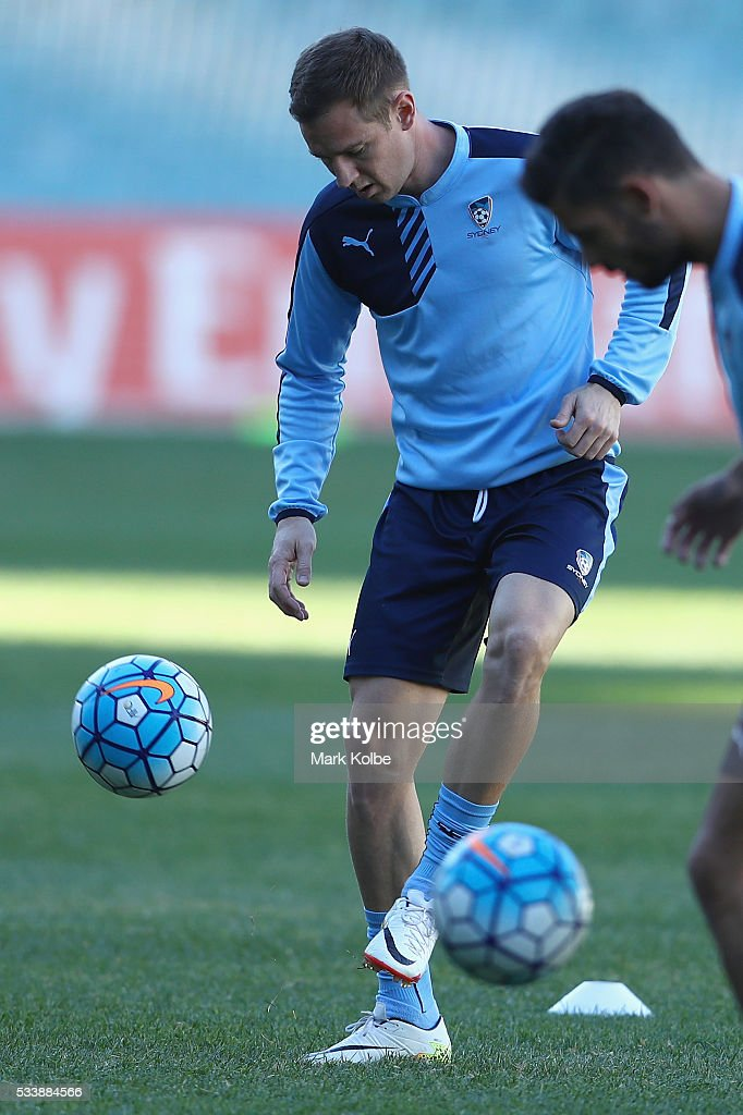 Shane Smeltz kicks during a Sydney FC training session at Allianz Stadium on May 24, 2016 in Sydney, Australia.