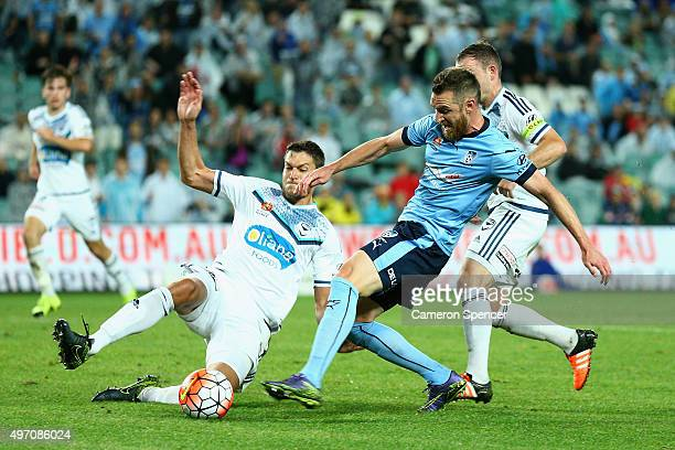 Shane Smeltz of Sydney FC attempts to score during the round six ALeague match between Sydney FC and Melbourne Victory at Allianz Stadium on November...