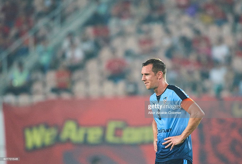 <a gi-track='captionPersonalityLinkClicked' href=/galleries/search?phrase=Shane+Smeltz&family=editorial&specificpeople=881773 ng-click='$event.stopPropagation()'>Shane Smeltz</a> of Sydney FC looks on during the AFC Asian Champions League match between Guangzhou Evergrande FC and Sydney FC at Tianhe Stadium on May 3, 2016 in Guangzhou, China.