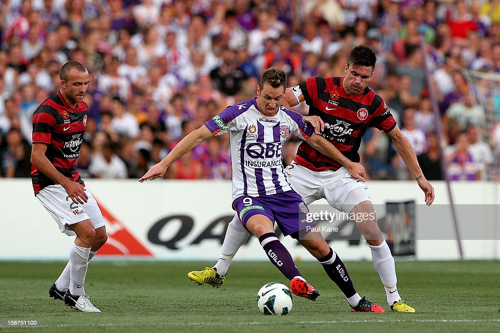 <a gi-track='captionPersonalityLinkClicked' href=/galleries/search?phrase=Shane+Smeltz&family=editorial&specificpeople=881773 ng-click='$event.stopPropagation()'>Shane Smeltz</a> of the Glory and <a gi-track='captionPersonalityLinkClicked' href=/galleries/search?phrase=Michael+Beauchamp&family=editorial&specificpeople=221180 ng-click='$event.stopPropagation()'>Michael Beauchamp</a> of the Wanderers contest for the ball during the round 13 A-League match between the Perth Glory and the Western Sydney Wanderers at Patersons Stadium on December 27, 2012 in Perth, Australia.