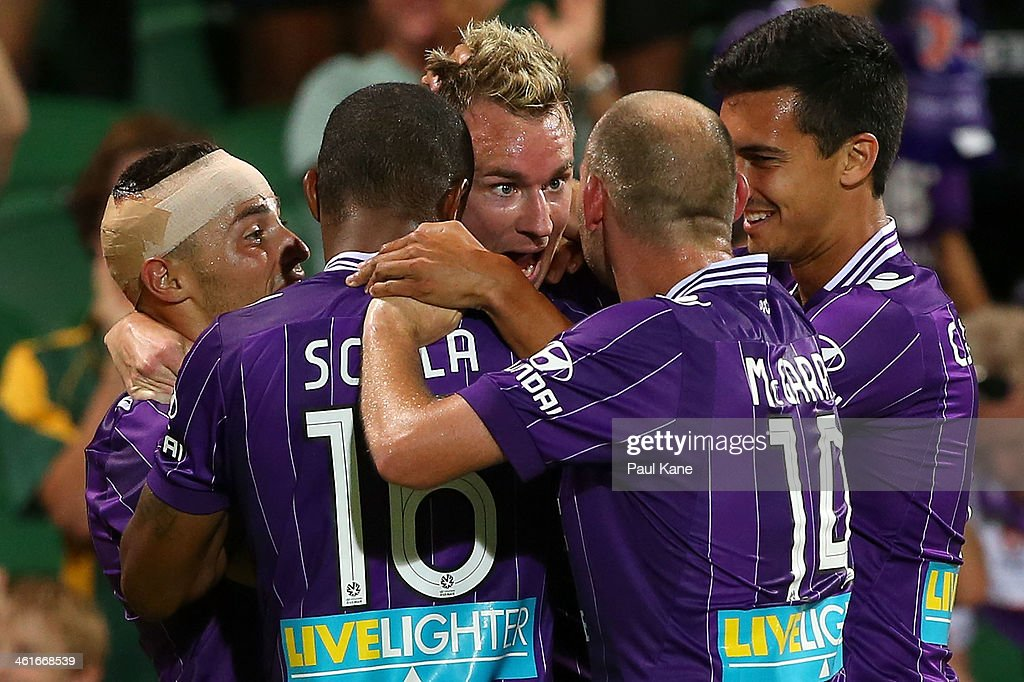 <a gi-track='captionPersonalityLinkClicked' href=/galleries/search?phrase=Shane+Smeltz&family=editorial&specificpeople=881773 ng-click='$event.stopPropagation()'>Shane Smeltz</a> of the Glory celebrates a goal during the round 14 A-League match between Perth Glory and the Melbourne Heart at nib Stadium on January 10, 2014 in Perth, Australia.