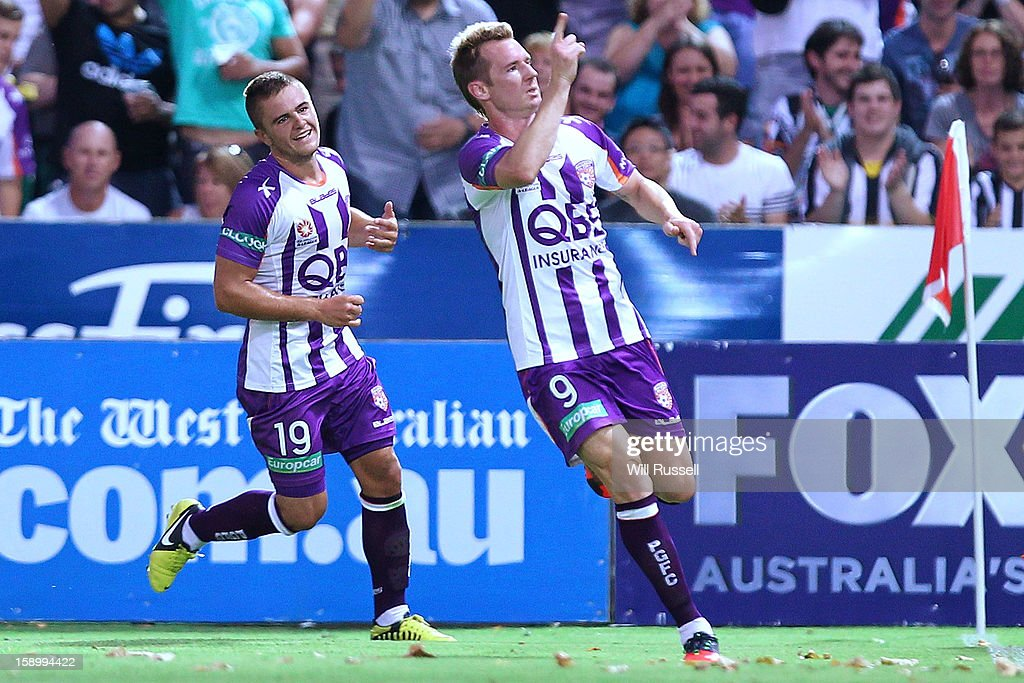 <a gi-track='captionPersonalityLinkClicked' href=/galleries/search?phrase=Shane+Smeltz&family=editorial&specificpeople=881773 ng-click='$event.stopPropagation()'>Shane Smeltz</a> of the Glory celebrates after scoring a goal during the round 15 A-League match between the Perth Glory and Sydney FC at nib Stadium on January 5, 2013 in Perth, Australia.