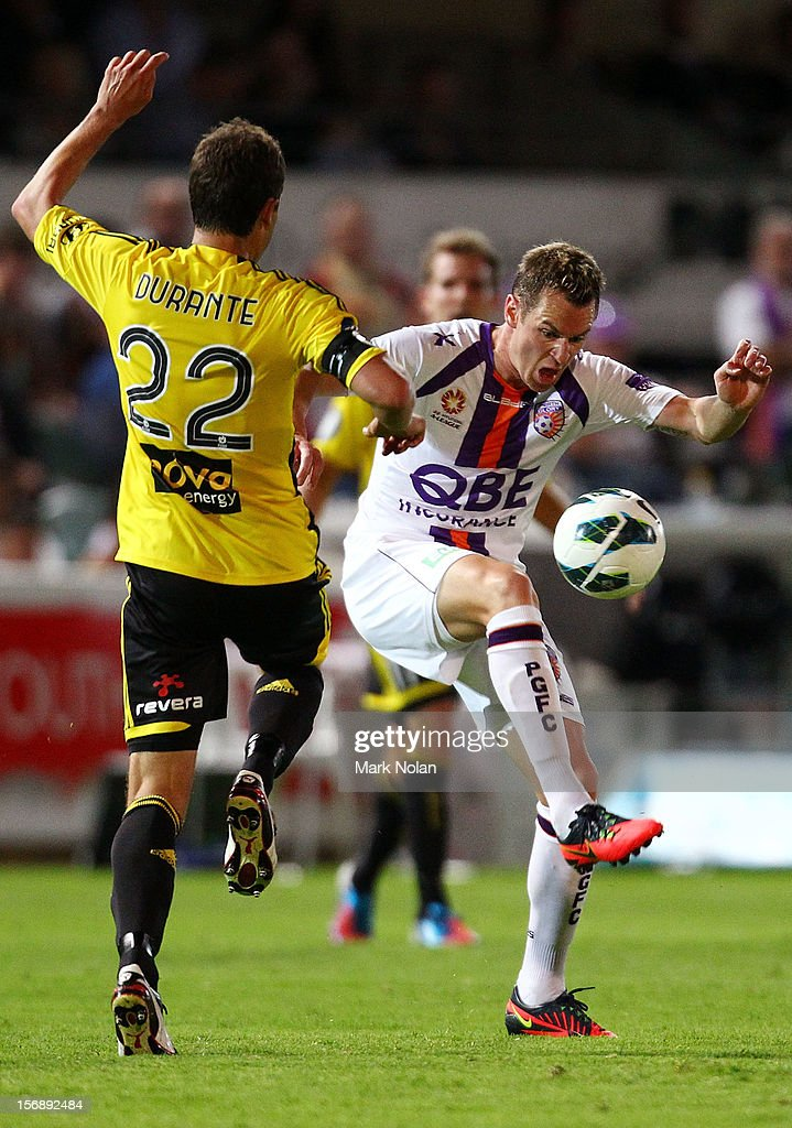 <a gi-track='captionPersonalityLinkClicked' href=/galleries/search?phrase=Shane+Smeltz&family=editorial&specificpeople=881773 ng-click='$event.stopPropagation()'>Shane Smeltz</a> of the Glory in action during the round eight A-League match between Perth Glory and Wellington Phoenix at NIB Stadium on November 24, 2012 in Perth, Australia.