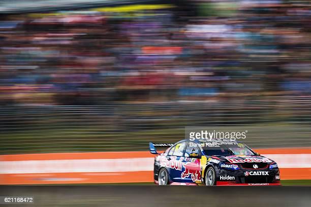 Shane Van Gisbergen drives the Red Bull Racing Australia Holden Commodore VF during Supercars Auckland International SuperSprint on November 5 2016...