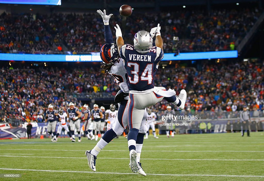 Shane Vereen of the New England Patriots attempts to catch a pass during the third quarter against the Denver Broncos at Gillette Stadium on November...