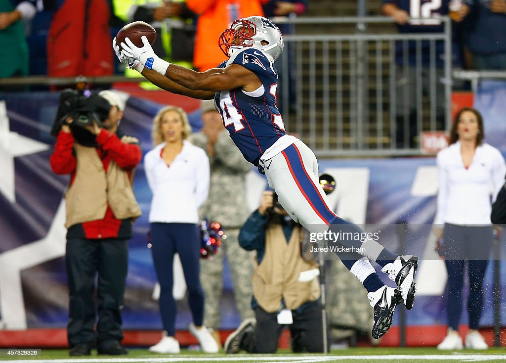 <a gi-track='captionPersonalityLinkClicked' href=/galleries/search?phrase=Shane+Vereen&family=editorial&specificpeople=5523170 ng-click='$event.stopPropagation()'>Shane Vereen</a> #34 of the New England Patriots catches a touchdown pass during the first quarter against the New York Jets at Gillette Stadium on October 16, 2014 in Foxboro, Massachusetts.