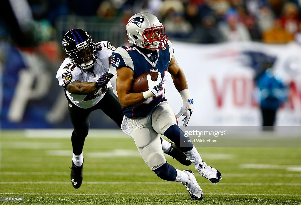 Shane Vereen of the New England Patriots runs with the ball against Lardarius Webb of the Baltimore Ravens in the second half during the 2015 AFC...