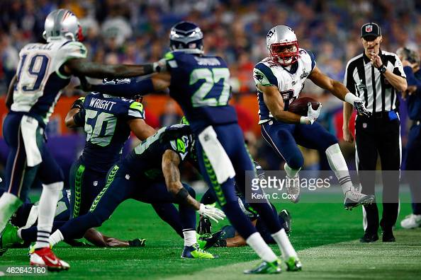 Shane Vereen of the New England Patriots runs with the ball in the fourth quarter against the Seattle Seahawks during Super Bowl XLIX at University...