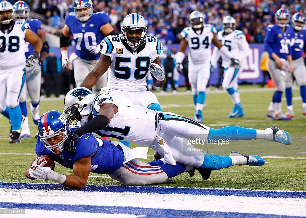 Shane Vereen #34 of the New York Giants scores a touchdown in the fourth quarter against the Carolina Panthers during their game at MetLife Stadium on December 20, 2015 in East Rutherford, New Jersey.
