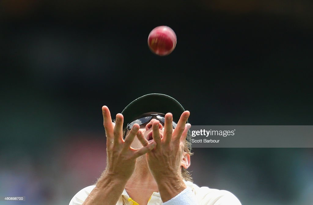 <a gi-track='captionPersonalityLinkClicked' href=/galleries/search?phrase=Shane+Watson+-+Cricket+Player&family=editorial&specificpeople=171874 ng-click='$event.stopPropagation()'>Shane Watson</a> of Australia takes a catch to dismiss Lokesh Rahul of India during day five of the Third Test match between Australia and India at Melbourne Cricket Ground on December 30, 2014 in Melbourne, Australia.