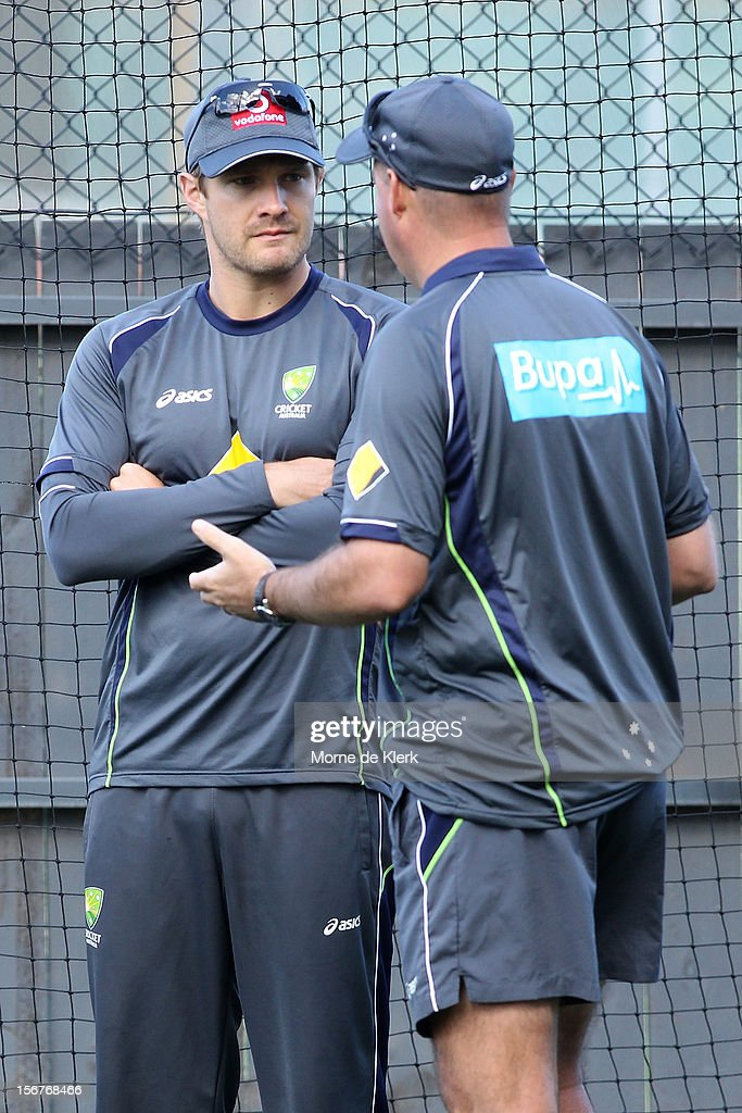 <a gi-track='captionPersonalityLinkClicked' href=/galleries/search?phrase=Shane+Watson+-+Joueur+de+cricket&family=editorial&specificpeople=171874 ng-click='$event.stopPropagation()'>Shane Watson</a> talks to <a gi-track='captionPersonalityLinkClicked' href=/galleries/search?phrase=Mickey+Arthur&family=editorial&specificpeople=789398 ng-click='$event.stopPropagation()'>Mickey Arthur</a> during an Australian training session at Adelaide Oval on November 21, 2012 in Adelaide, Australia.