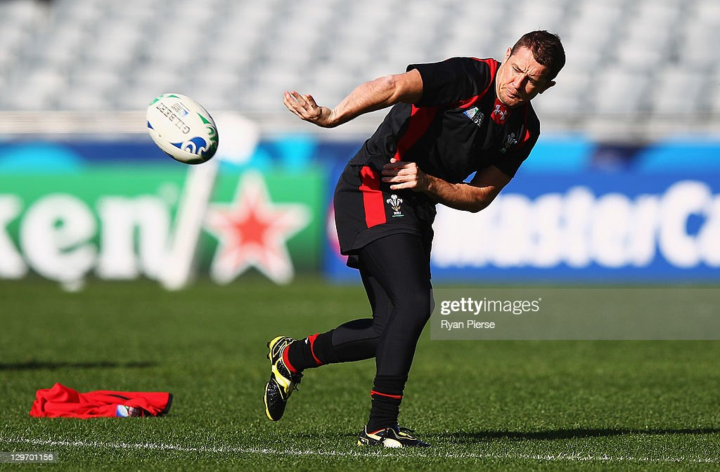 <a gi-track='captionPersonalityLinkClicked' href=/galleries/search?phrase=Shane+Williams&family=editorial&specificpeople=206777 ng-click='$event.stopPropagation()'>Shane Williams</a> of Wales passes during a Wales IRB Rugby World Cup 2011 captain's run at Eden Park on October 20, 2011 in Auckland, New Zealand.