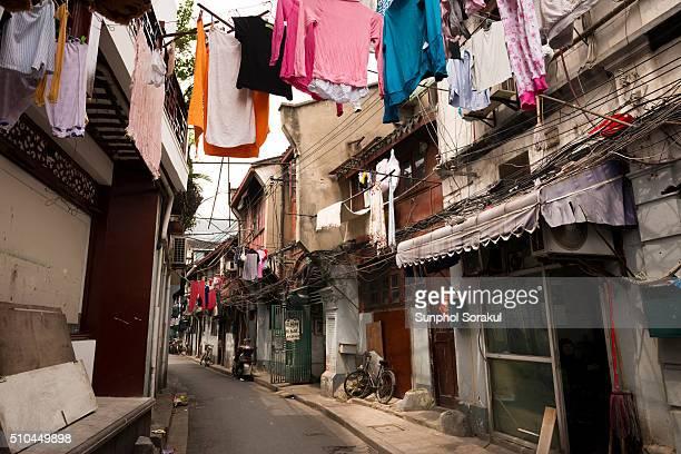 shanghai-alleyway-with-shikumen-lane-hou