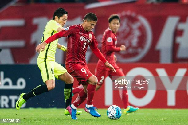 Shanghai FC Forward Elkeson De Oliveira Cardoso dribbles Urawa Reds Defender Moriwaki Ryota during the AFC Champions League 2017 Group F match...